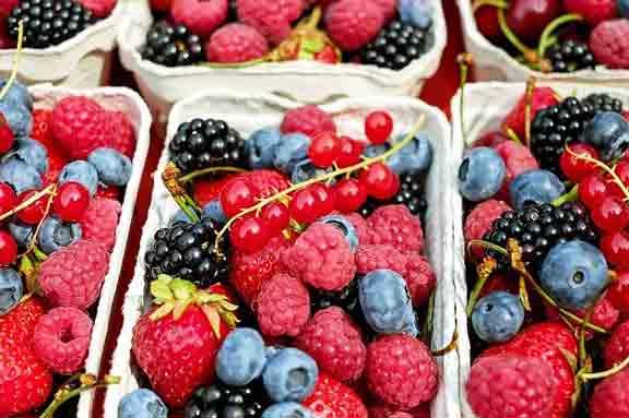 Польшу завалили украинскими ягодами